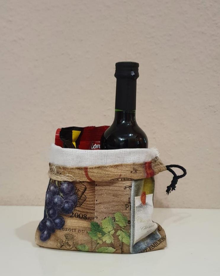 """by dini Ashausen Brot-Büdel / Geschenke-Büdel """"Wein-S"""" Höhe: ca. 18 cm Breite: ca. 16 cm Kordel: schwarz Art: 20132 Preis: 5,00 €"""